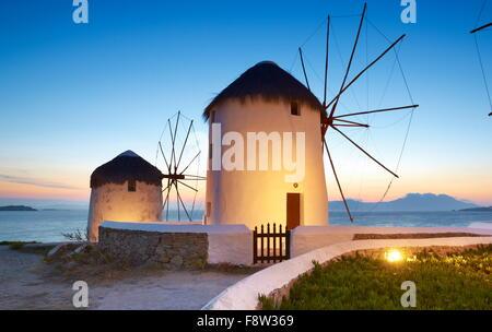 Mykonos Nachtstück mit einem Windmühlen, Insel Mykonos, Kykladen, Griechenland - Stockfoto