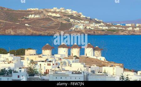 Windmühlen von Mykonos, alten Hafen, Chora, Insel Mykonos, Griechenland - Stockfoto