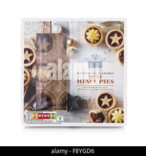 Co-Operative Auswahl an köstlichen Mini Weihnachten Mince Pies auf weißem Hintergrund - Stockfoto