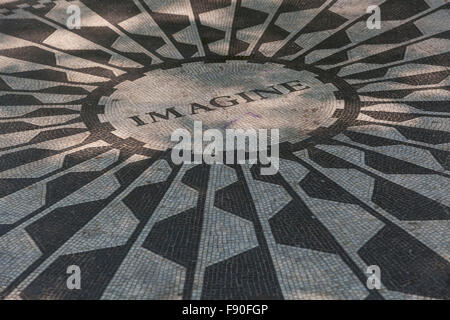 Vorstellen, John Lennon Memorial im Central Park, New York, USA - Stockfoto