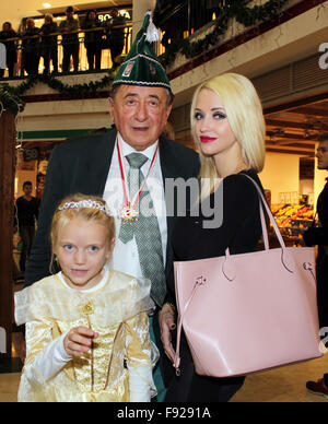 richard moertel und cathy lugner bei der karneval feier narrenwecken in wien cathy hat. Black Bedroom Furniture Sets. Home Design Ideas