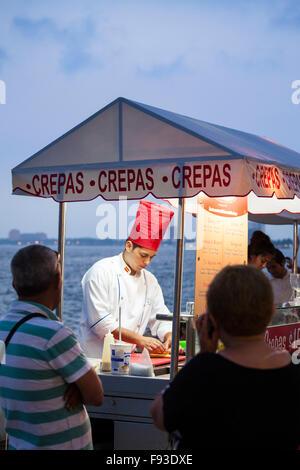 Crepes stand auf dem Malecon in Puerto Vallarta, Mexiko. - Stockfoto