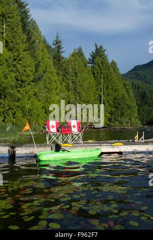 Kleinsee in der Nähe von Egmont, Sunshine Coast, British Columbia, Kanada - Stockfoto