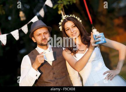 Schöne Braut und Bräutigam Porträt in der Natur - Stockfoto