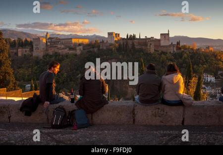 Alhambra vom Mirador San Nicolas gesehen. Albaicín Viertel. Granada, Andalusien, Spanien - Stockfoto