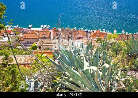 Alte Häuser der Altstadt von Sibenik und Küste, Dalmatien, Kroatien - Stockfoto