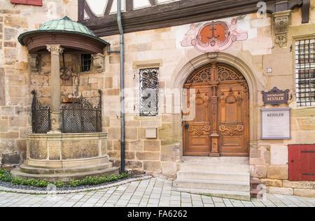 Eingang des Sekt Hersteller Wengertervesper Kessler in der historischen Speyrer Pfleghof Gebäude, Esslingen, Baden - Stockfoto