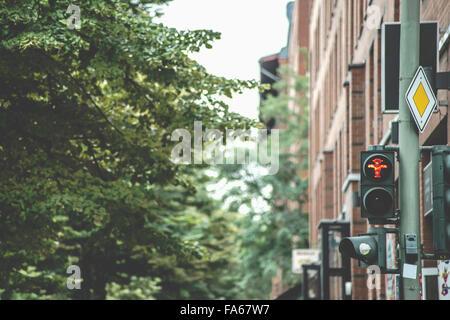 Rote Ampel in Ostberlin, Deutschland - Stockfoto
