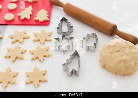 Hausgemachtes Weihnachtsgebäck vorbereitet - Stockfoto