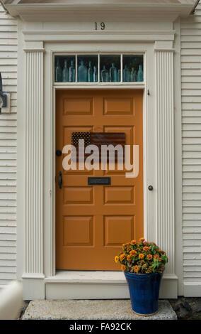 Holz Vor Dem Eingangstur Zu Einem Amerikanischen Haus Mit Ovalen