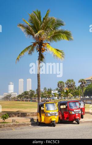 Sri Lanka - Colombo, Tuk-Tuk-Taxi, typische Verkehr auf den Straßen - Stockfoto