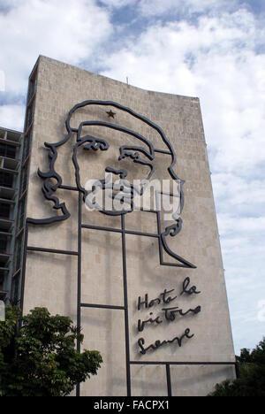 Stahl Porträt von Che Guevara außerhalb ein Regierungsgebäude, Platz der Revolution, Havanna, Kuba - Stockfoto