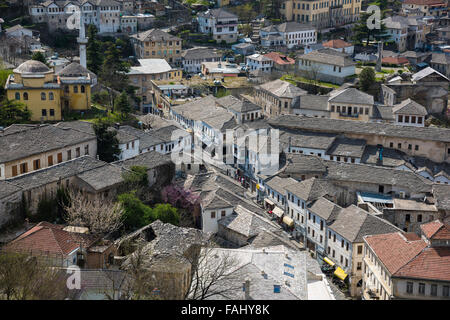 Traditionelle Architektur in der alten Stadt Gjirokaster in Albanien - Stockfoto