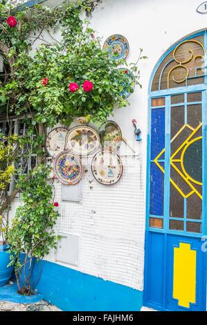 traditionellen azulejos kacheln auf der fassade des alten. Black Bedroom Furniture Sets. Home Design Ideas