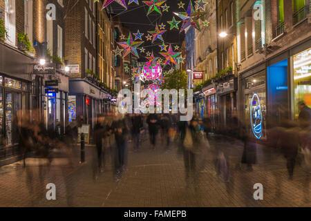 Weihnachtsbeleuchtung auf der Carnaby Street, London UK. - Stockfoto