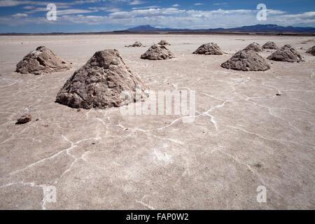 Salzberge auf den Salar de Uyuni (Salt Flats von Uyuni) in Bolivien - Stockfoto