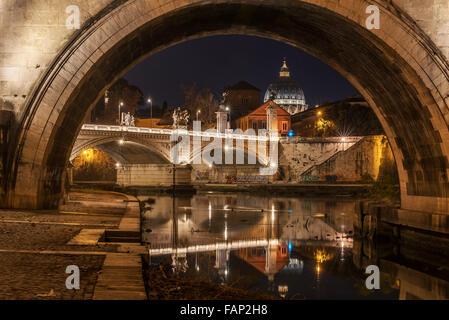 Rom, Italien: Basilika St. Peter und St. Angelo Brücke - Stockfoto