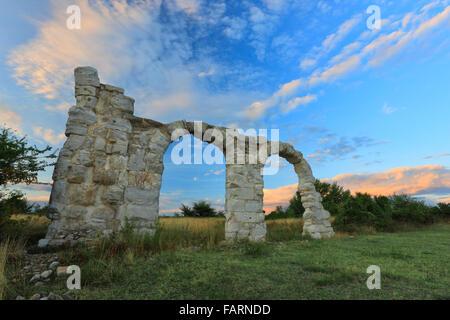 Die Bögen im Umgebung, Croatia.It war ein Roman Legion Lager und Stadt. - Stockfoto