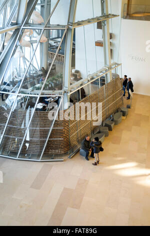 Restaurant im Louis Vuitton Foundation, Fondation Louis Vuitton, Kunst-Museum von Frank Gehry, Bois De Boulogne, - Stockfoto