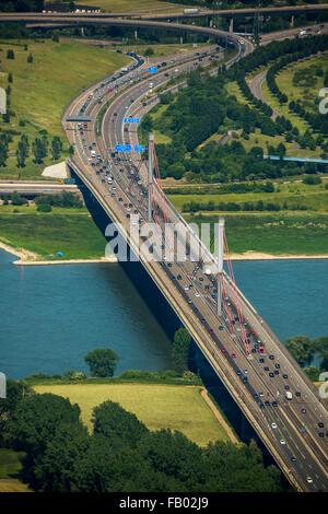 Luftaufnahme, Autobahnbrücke geschlossen für den LKW-Verkehr, gesundheitlich angeschlagenen Autobahnbrücke über - Stockfoto