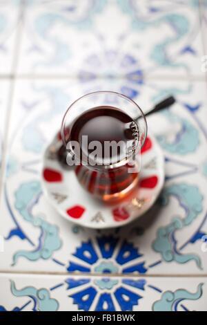 Traditionellen türkischen Tee, Draufsicht - Stockfoto