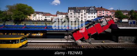 Essen-Frohnhausen, Blick Über Die A40 Auf Die Wohnhäuser in Höhe der Jenckestraße, Davor U-Bahnhof Breslauer Straße - Stockfoto