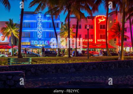 Art Deco-Viertel bei Nacht, Ocean Drive, South Beach, Miami Beach, Miami, Florida, USA - Stockfoto