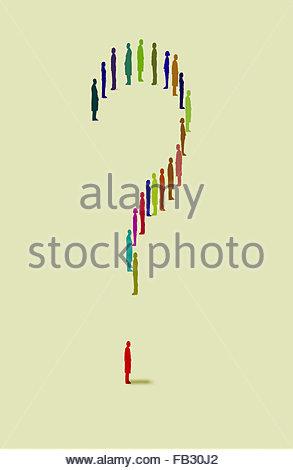 Fragezeichen gebildet von Menschen, die in einer Reihe stehen - Stockfoto
