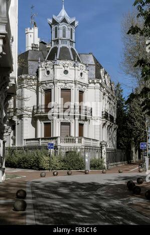 Palast in der Fußgängerzone der Wohngegend der Stadt Vitoria, Spanien - Stockfoto