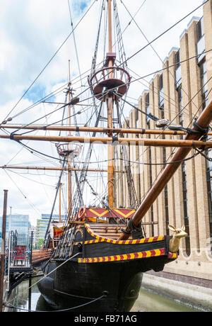 Die golden hintere schiff im dock von brixham hafen for Designermobel nachbau england