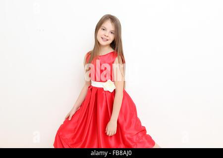 Ein kleines Mädchen eine Prinzessin Kleid tragen Stockfoto, Bild ...