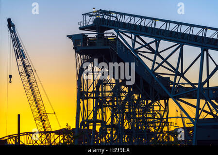 Industrielle komplexe und Sonnenuntergang in Portland, Oregon - Stockfoto