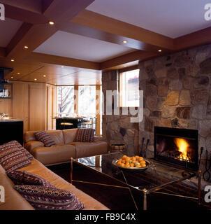 Wohnzimmer Mit Couchtisch Aus Glas In Hampshire Mill House Von Emma