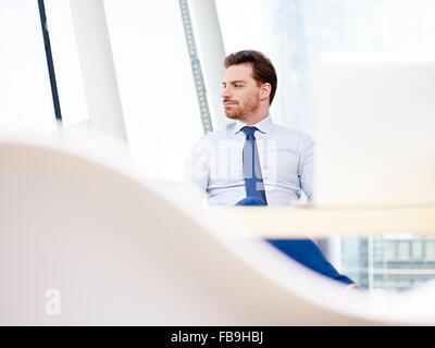 Führungskraft im Büro sitzen - Stockfoto