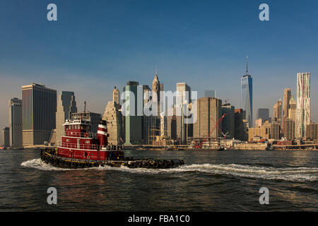 Lower Manhattan Skyline vom Brooklyn Bridge Park, Brooklyn, New York, USA - Stockfoto