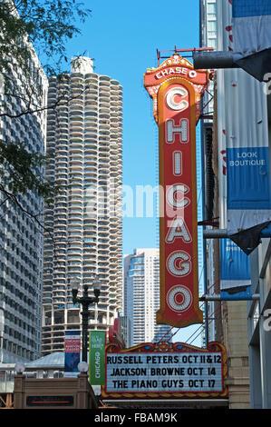 Vereinigte Staaten von Amerika, USA: die Skyline von Chicago, mit Blick auf den Chicago Theater an der North State - Stockfoto