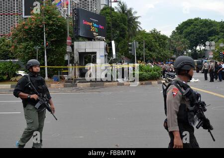 Jakarta, Indonesien. 14. Januar 2016. Spezielle Polizisten bewachen am Standort Explosion in Jakarta, Indonesien, - Stockfoto