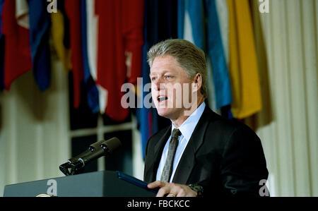 Washington. DC., USA, 8. Dezember 1993 Präsident William Jefferson Clinton Adressen der Medien, nachdem er die North - Stockfoto