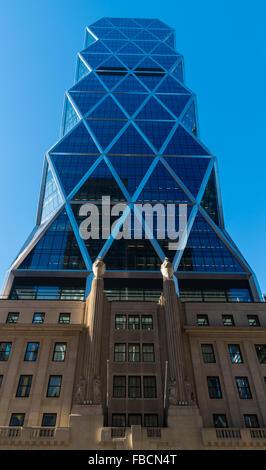 Der Hearst Tower auf der 8th Avenue in New York City mit original Art-Deco-Architektur und ein modernes hinzufügen auf Turm.