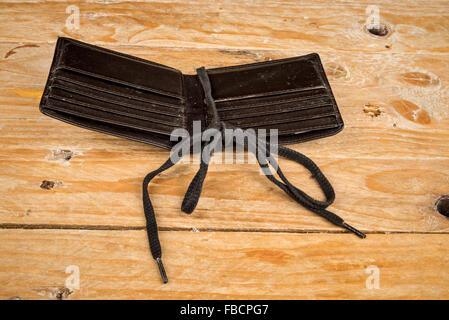 Brieftasche auf einem Shoestring, ein Finanzkonzept - Stockfoto