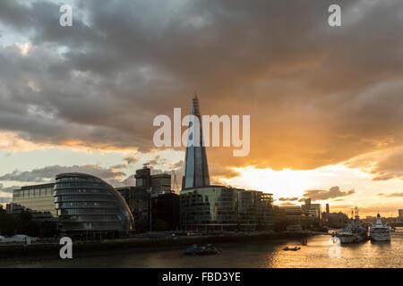 Das Rathaus und die Scherbe, London, Vereinigtes Königreich - Stockfoto