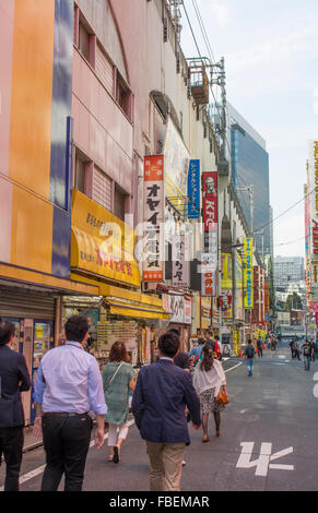 Tokyo Japan moderne High-Tech Bereich Akihabara Bereich Computer verkaufen und cartoon Artspiele namens Electric - Stockfoto