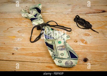 Auf einem Shoestring, einem engen Finanzen-Konzept - Stockfoto