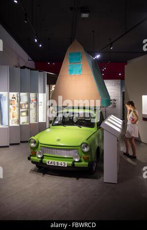 """Berlin. Deutschland. Dauerausstellung """"Alltag in der DDR"""" im Museum in der Kulturbrauerei, Prenzlauer Berg. - Stockfoto"""