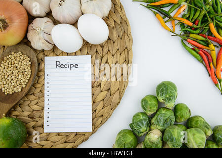 Küchengeschirr und Kräuter für die Küche, top-Winkel, Gemüse - Stockfoto