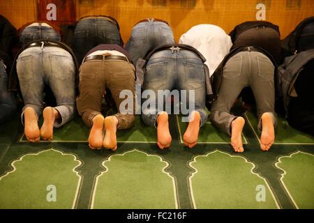 Muslime beten in die große Moschee von Paris. - Stockfoto