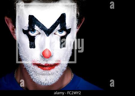 Ein Mann mit Clown Make-up im Gesicht - Stockfoto
