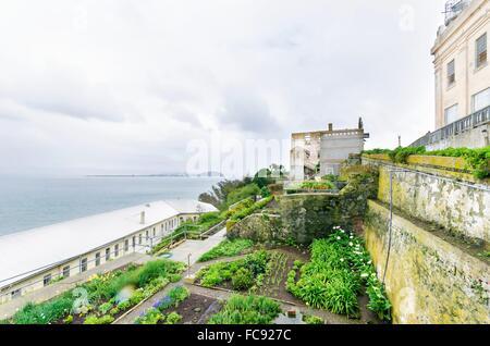 Die Insel Alcatraz Gefängnis, heute ein Museum, in San Francisco, Kalifornien, USA. Ein Blick auf die Cellhouse, - Stockfoto