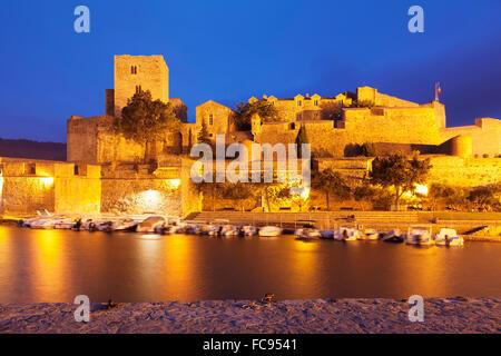 Chateau Royal und Hafen, Collioure, Pyrenäen-Orientales, Languedoc-Roussillon, Frankreich, Mittelmeer, Europa - Stockfoto