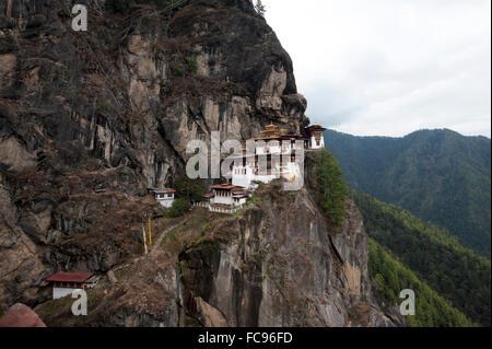 Taktsang Palphug Kloster (Tiger Nest), einen prominenten heiligen buddhistischen Seite klammerte sich an Felsen - Stockfoto